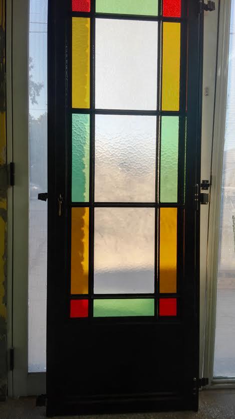 - Puertas con cristales de colores ...